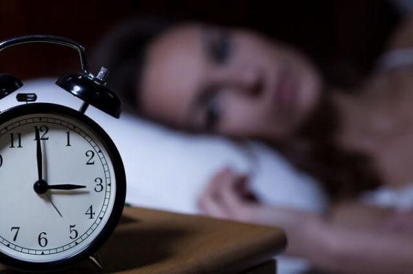 34563769_m-1-600x399 眠れない夜にさよなら!自宅でできる不眠を改善する10の方法