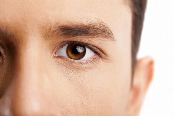 48348691_m-1-600x399 男性も必見!眉毛を再び生やす5つの方法!太い眉毛を取り戻すには?