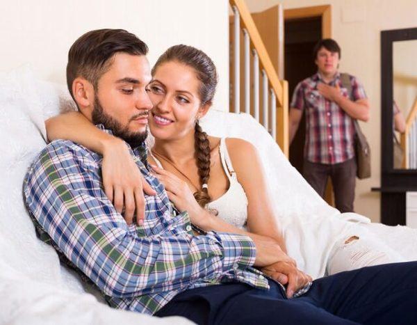 43048204_m-1-600x467 あなたの奥さんは大丈夫?「10の浮気の兆候」を今すぐチェック