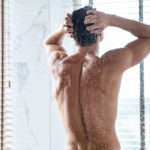 handsome-young-man-washing-hair-in-bathroom-BDTWCW9-150x150 プレミアムブラックシャンプーの特徴と購入体験記